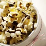 Karamel og chokolade popcorn