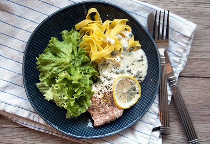tilbehør til laks og pasta