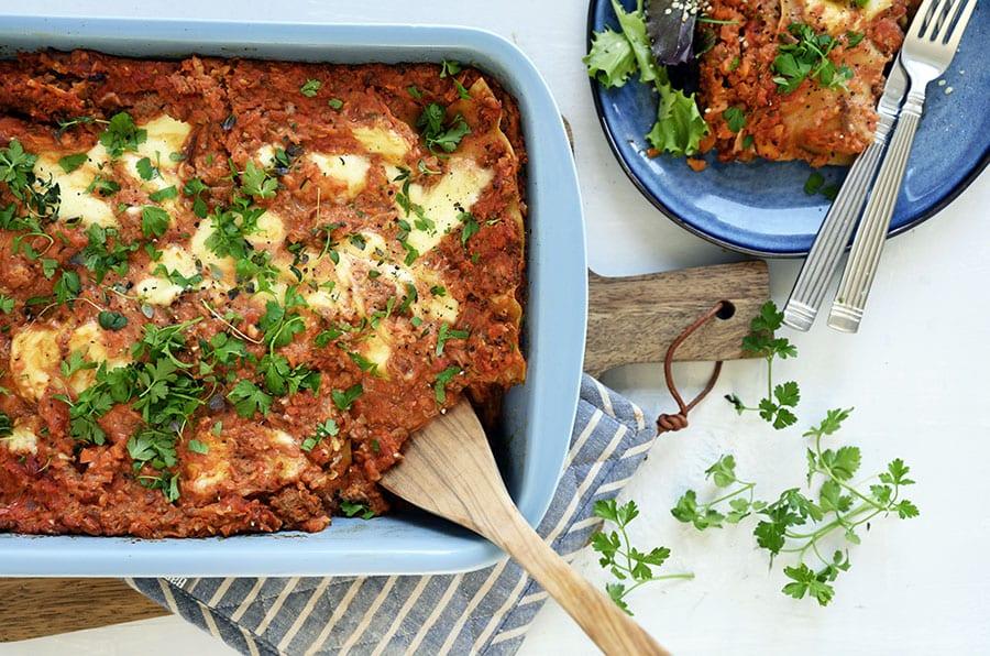Nem og hurtig lasagne som er et hit på travle hverdage - få opskrift her