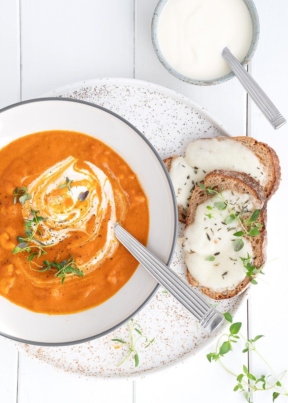 tomatsuppe nudler