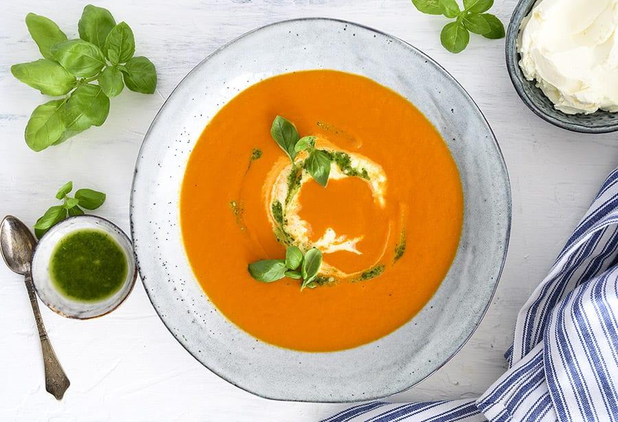 Cremet tomatsuppe med mascarpone - opskrift på tomat suppe