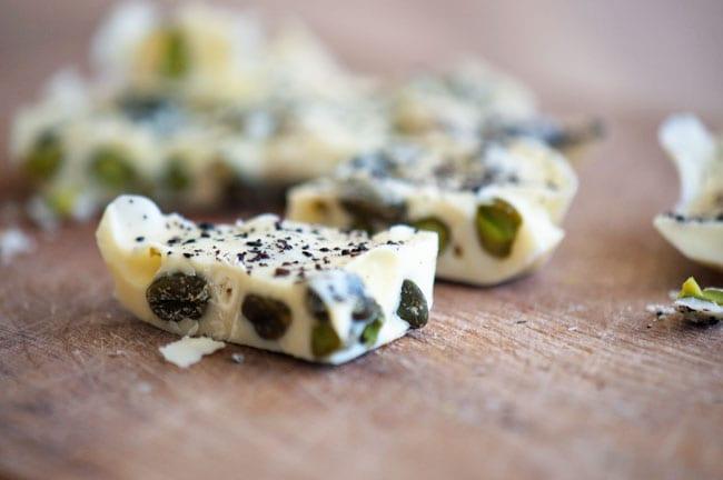 Chokoladebrud med pistacie og lakrids