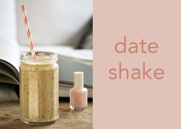 date-shake_-opskrift-paa-hjemmelavet-dadel-milkshake