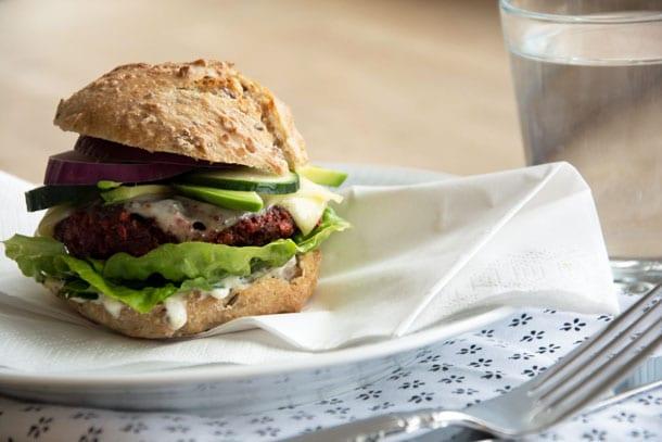 Vegetarburger med rødbedebøffer
