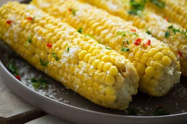 hvor længe skal majs koge