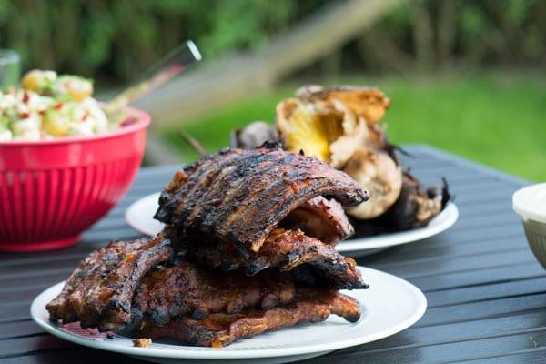 Spareribs På Gasgrill Hvor Længe : Spareribs opskrift på barbeque marinade til grillede ribs