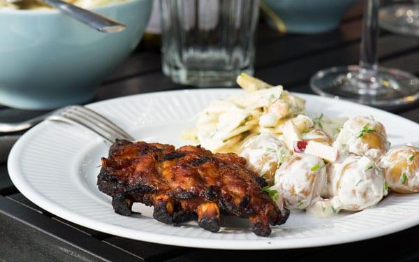 Spareribs På Gasgrill Tid : Spareribs opskrift på barbeque marinade til grillede ribs