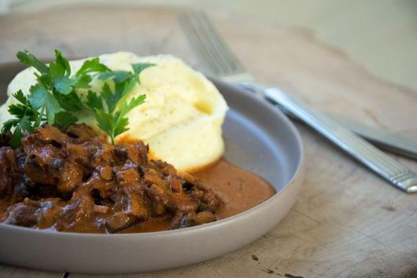 Stroganoff-og-kartoffelmos-opskrift