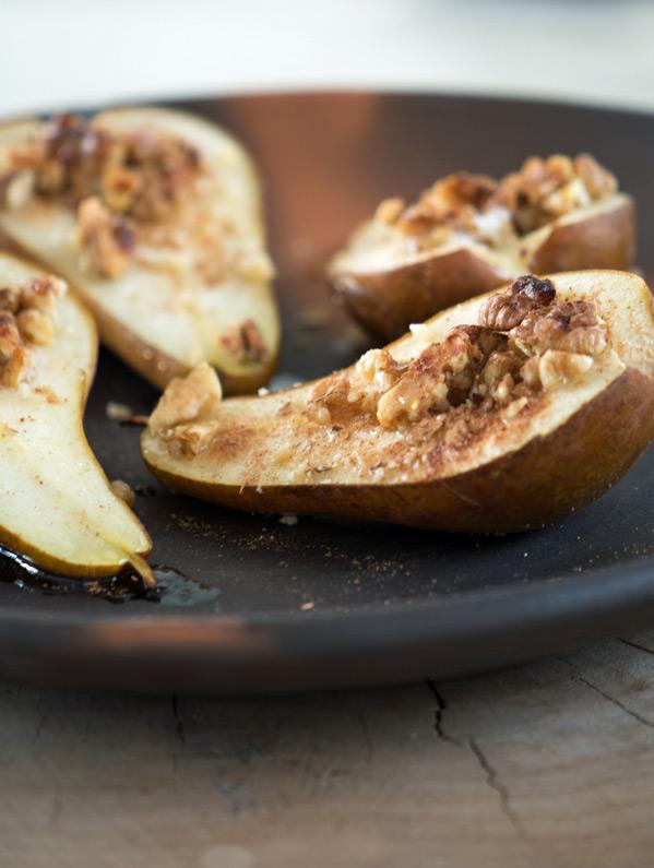Bagte pærer med valnødder og honning