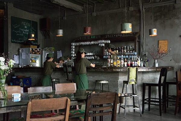 cafe indretning Cong Caphe   Skøn indretning og god kaffe i Hanoi og Danang cafe indretning