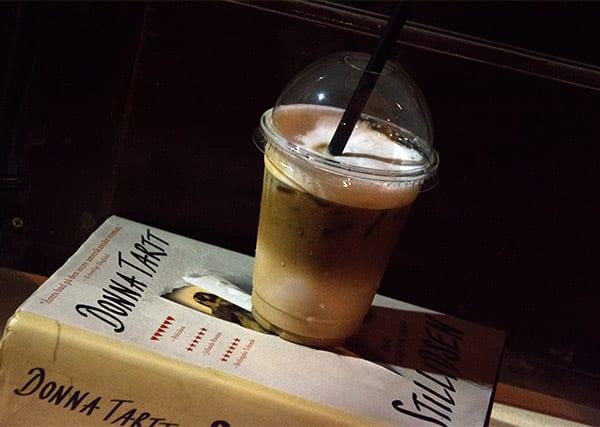 iskaffe-og-bog
