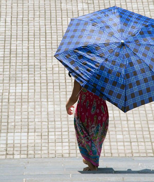 paraply-mod-solen