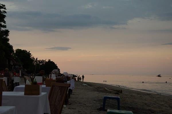 middag paa stranden