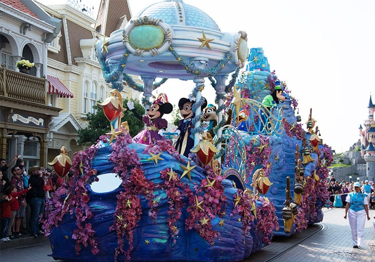 Mickey-minnie-parade-disney