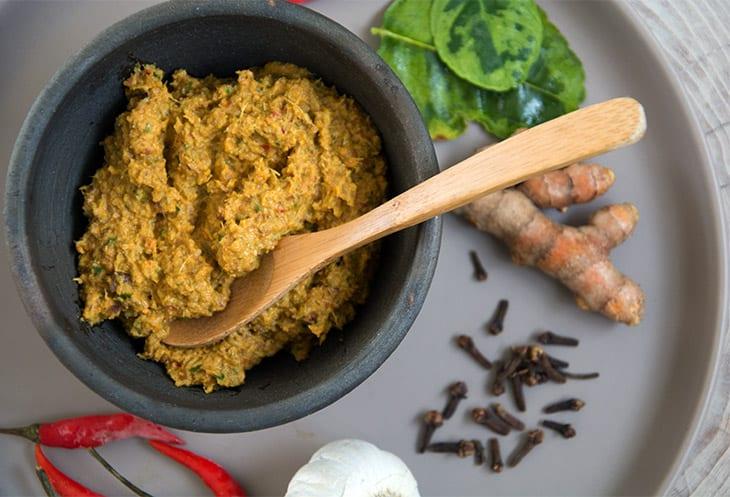 Hjemmelavet Gul Karry Pasta – til asiatiske retter