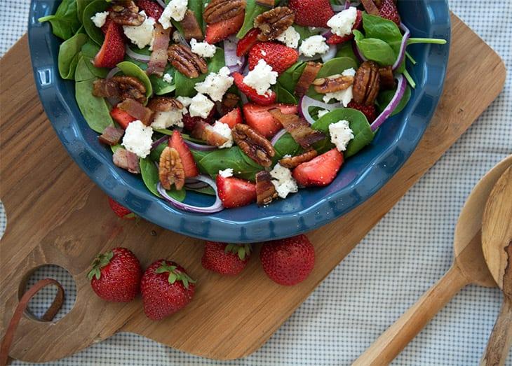feta-pecan-jordbaer-salat