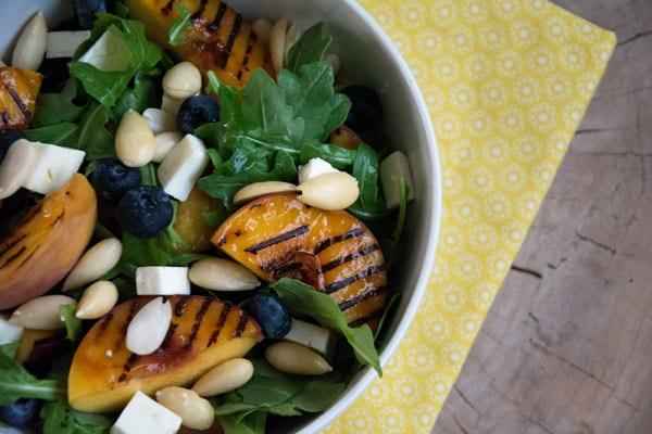 grillet-fersken-salat