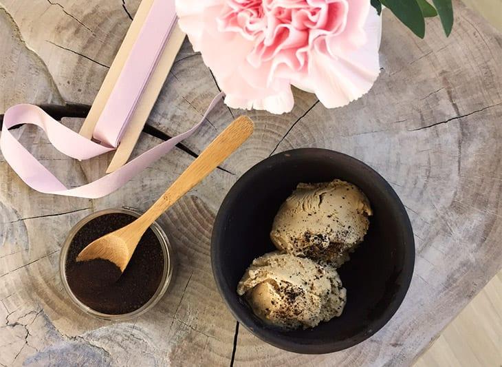 Lakrids Flødeis - opskrift på hjemmelavet lækker is
