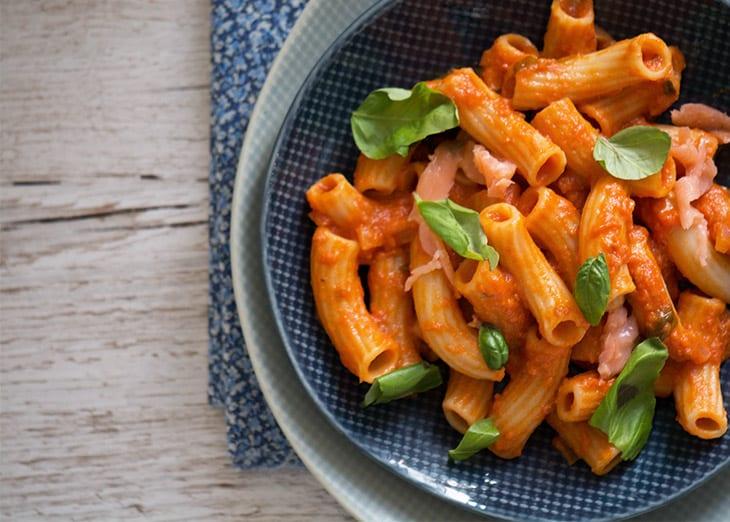 røget laks pasta opskrift