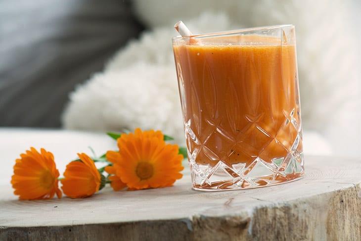 Orange grøntsagsjuice