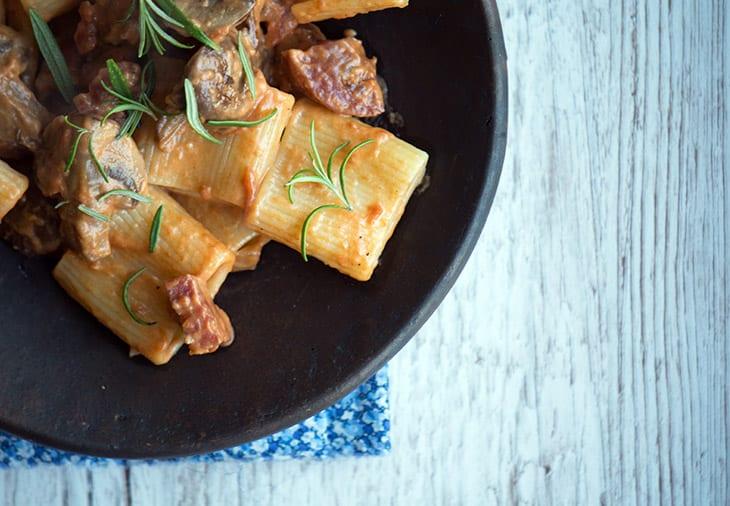 Pasta med chorizo og svampe