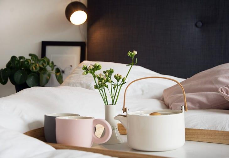 Fabriksnye Soveværelse - DIY sengegavl og sengeborde inspiration WO-09