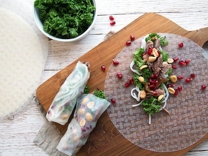 Vietnamesiske Forårsruller med and og grønkål