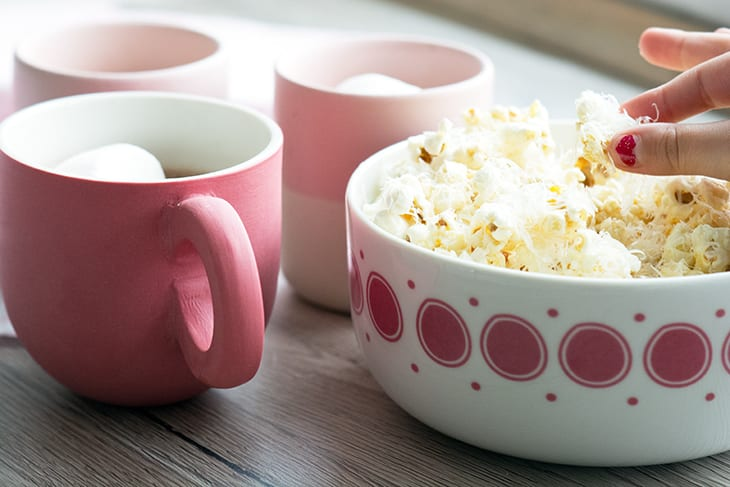 popcorn og varm kakao