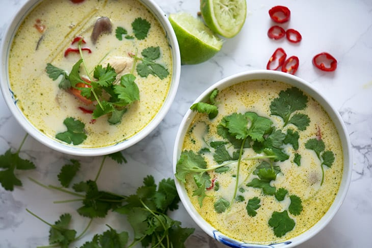 Thaisuppe Opskrift På Skøn Suppe Med Kylling Og Kokosmælk