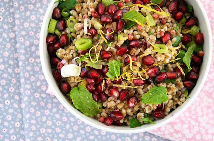 Hvedekernesalat Med Granatæble Opskrift På Skøn Salat