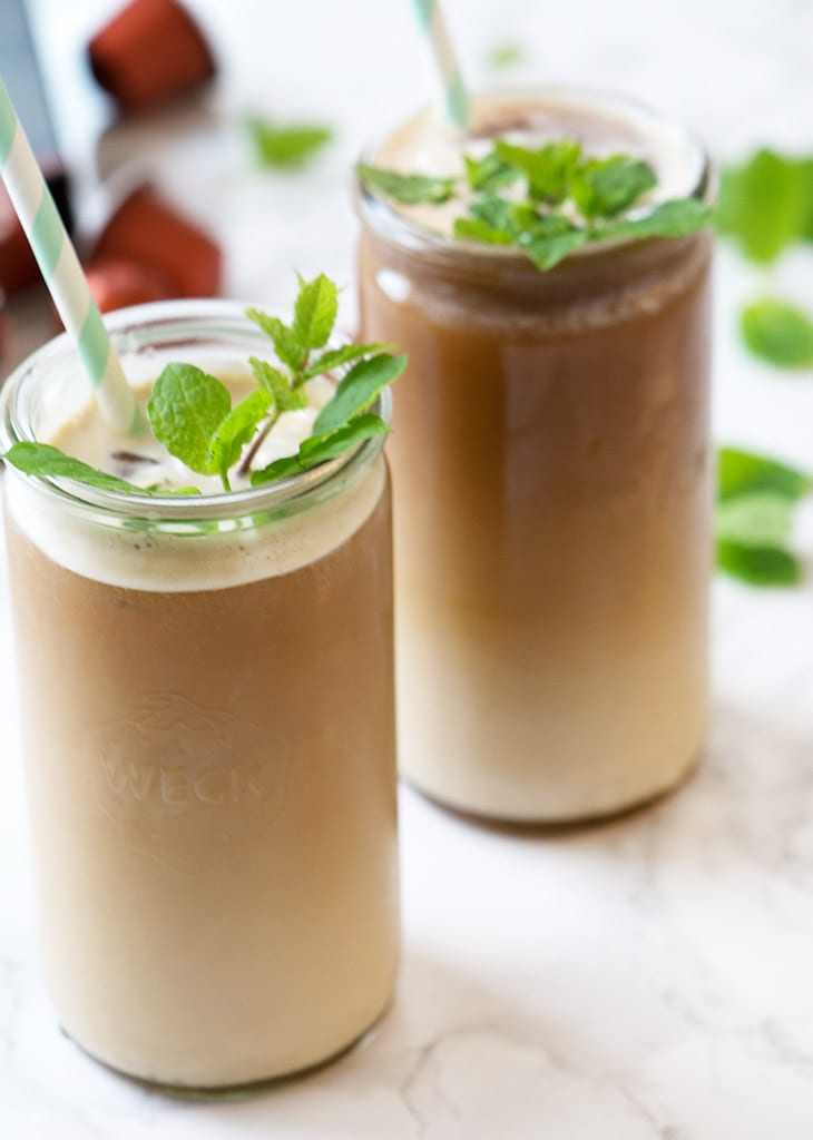 Iskaffe – med myntesirup og mandler