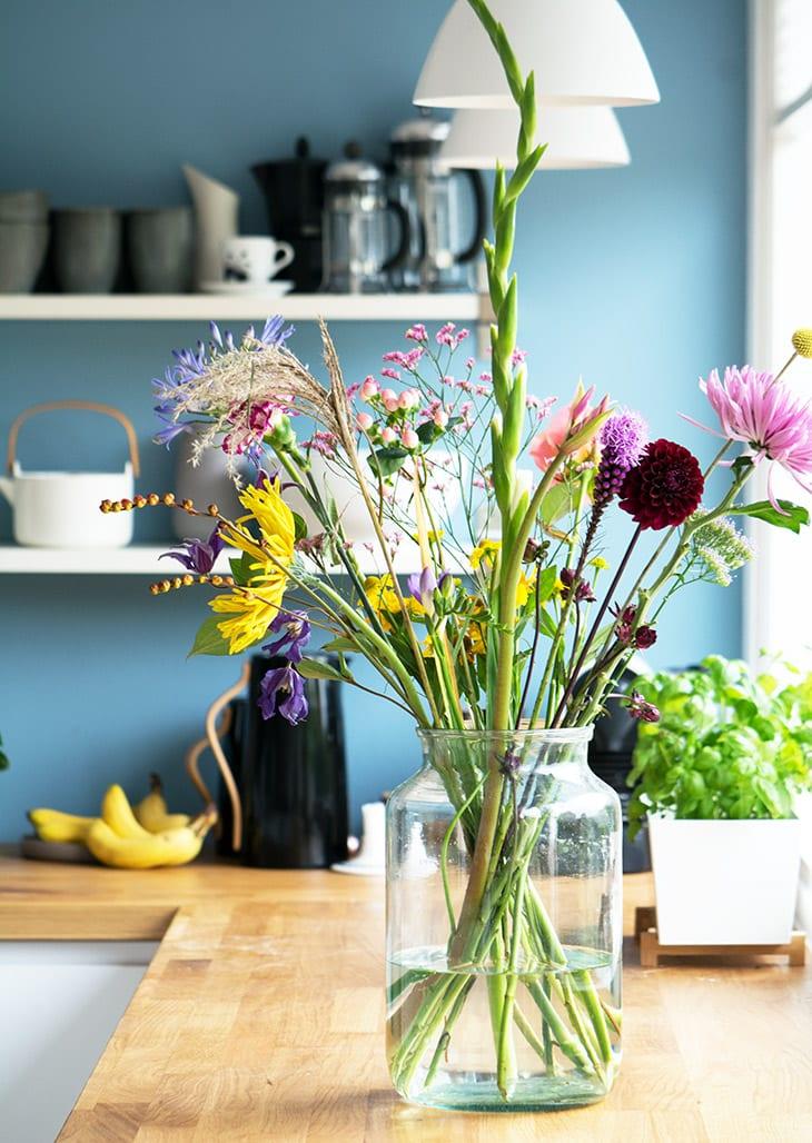 blomster i mit køkken
