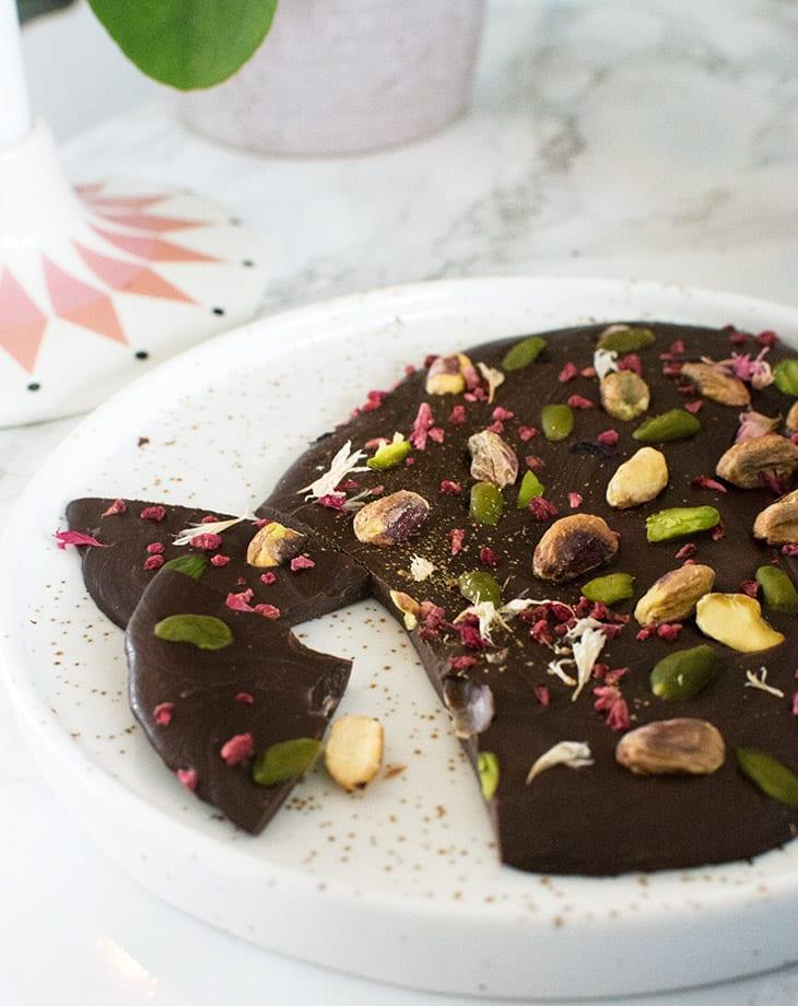 Chokoladebrud med pistaciekerner
