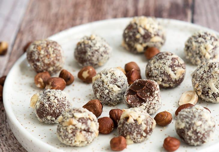 Chokoladetrøffel med hasselnøddeknas - opskrift på lækker konfekt