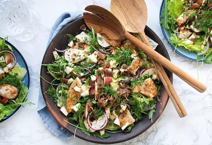 Kyllingesalat Med æbler Og Bacon Skøn Opskrift På Salat Med Kylling