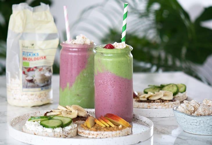 Pink & Grøn smoothie med riskiks topping