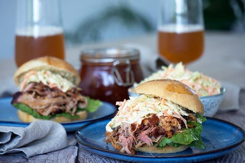 Pulled Pork På Weber Gasgrill : Pulled pork burger opskrift på den lækre ret på grill eller