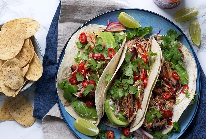 Tacos med pulled pork og lækkert grønt - få opskrift her
