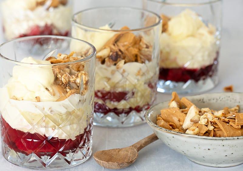 Blommetrifli - Få en dejlig opskrift på en lækker trifli med blommer