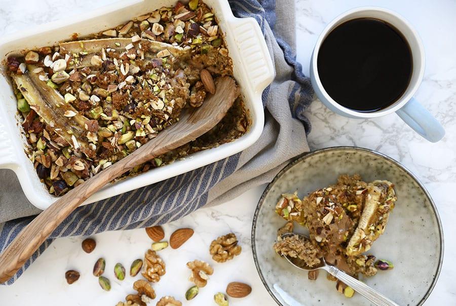 Bagt havregrød med banan og nødder - opskrift på en lækker morgenmad