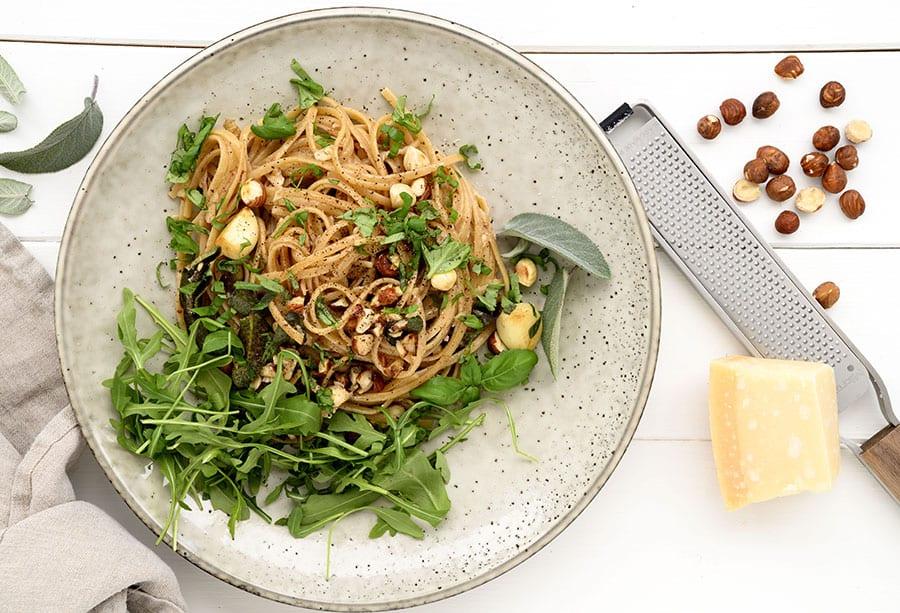 Pasta med hasselnødder og salvie - nem og hurtig hverdagsret