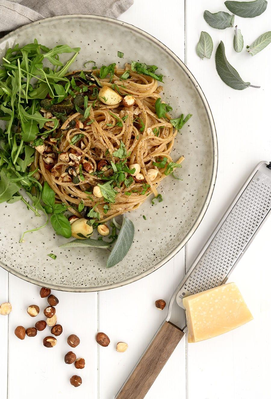 salvie hasselnødder pasta