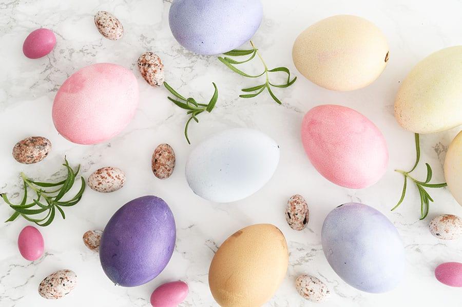 farve æg med naturfarver