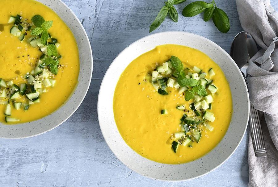 Kold gulerodssuppe med kokosmælk og lime - få opskrift her