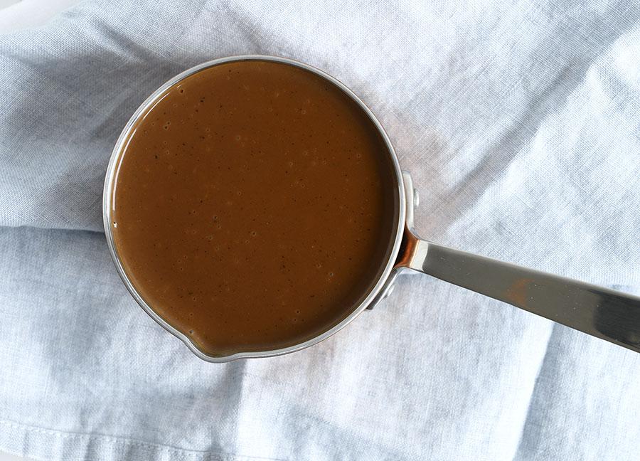 Pandesovs - opskrift på klassisk brun sovs fra panden