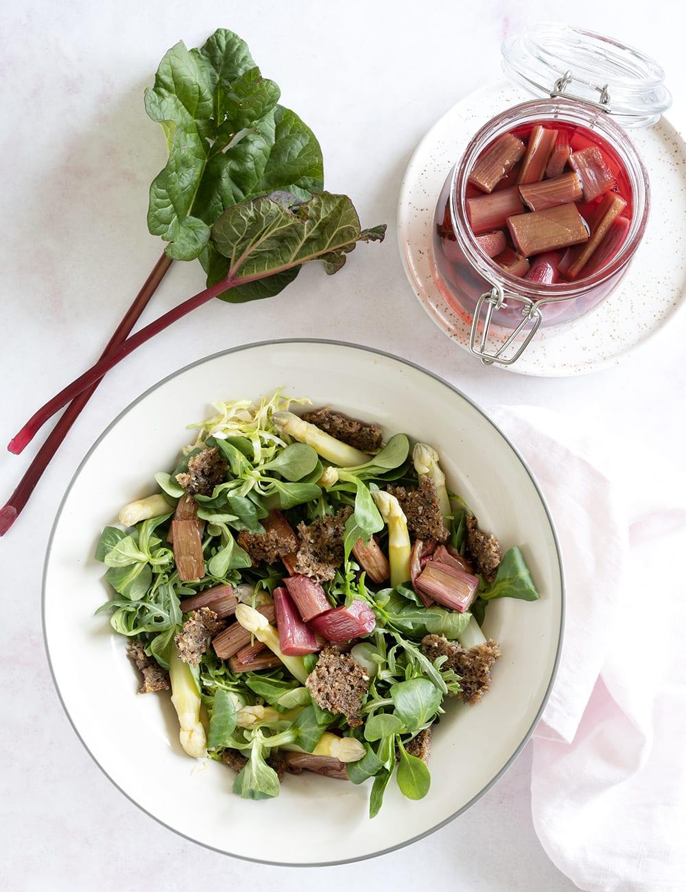 salat med rabarber