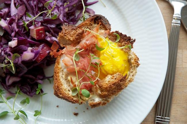 Brødskål Med æg Skinke Og Ost