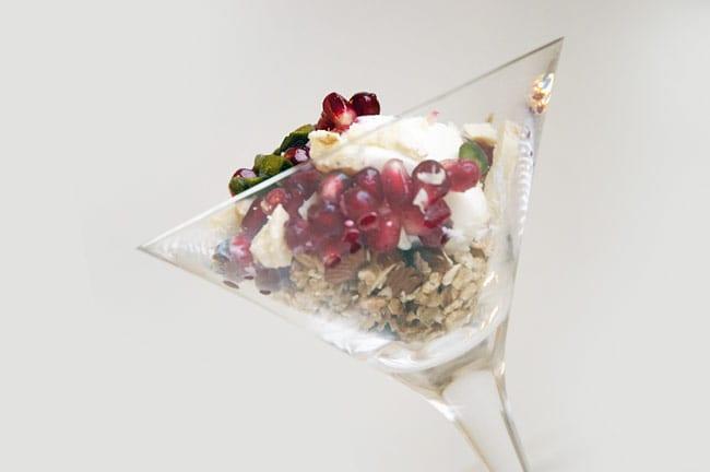 Morgenmad med skyr og granatæble – eller en sund dessert