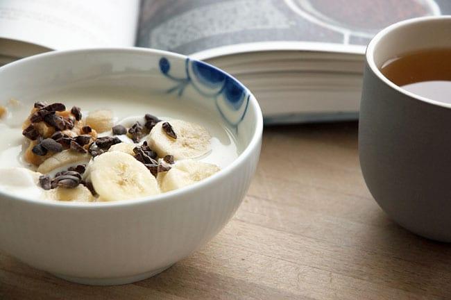 ymer-med-banan-og-kakaonibs